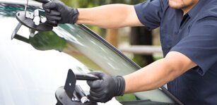 semi-truck windshield repair | Auto Glass Brokers